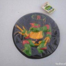 Figuras y Muñecos Tortugas Ninja: PIZZA DISCO - TORTUJAS NINJA - RAPHAEL - DEVORADORES DE PIZZAS - MB AÑO 1990 - A ESTRENAR.. Lote 206418666