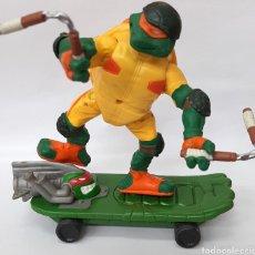 Figurines et Jouets Tortues Ninja: MICHELANGELO MONOPATIN TORTUGAS NINJA PLAYMATE AÑO 2003. Lote 219380125
