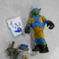 Figuras y Muñecos Tortugas Ninja: TORTUGA NINJA TAMAÑO MEDIO CON ACCESORIO. Lote 222408515
