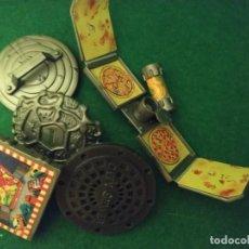 Figuras e Bonecos Tartarugas Ninja: LOTE DE ACCESORIOS ESCUDOS TORTUGAS NINJA PLAYMATES 80 90. Lote 241911380