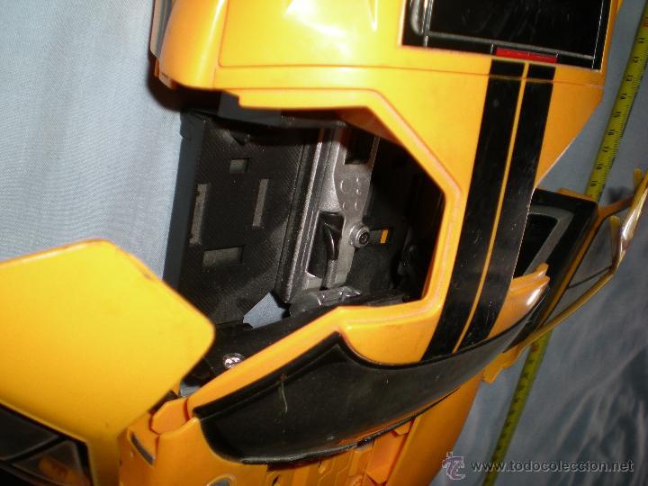 Figuras y Muñecos Transformers: coche grande BUMBLEBEE DE TRANSFORMERS PARA REPARAR O PIEZAS MIRA FOTOS - Foto 11 - 51460523