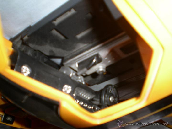 Figuras y Muñecos Transformers: coche grande BUMBLEBEE DE TRANSFORMERS PARA REPARAR O PIEZAS MIRA FOTOS - Foto 12 - 51460523
