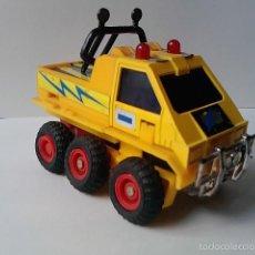 Figuras y Muñecos Transformers: -FIGURA TRANSFORMER-VEHICULO DE 6 RUEDAS -8CM -TRANSFORMABLE -ROBOT AMARILLO-AÑOS 90-METAL PLASTICO-. Lote 58363643