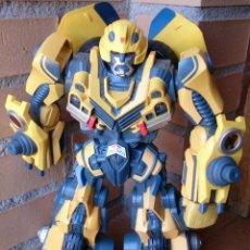Figuras y Muñecos Transformers: FIGURA TRANSFORMERS HASBRO 2006 CYBER STOMPIN BUMBLEBEE, CON LUZ Y SONIDO.. Lote 83810562