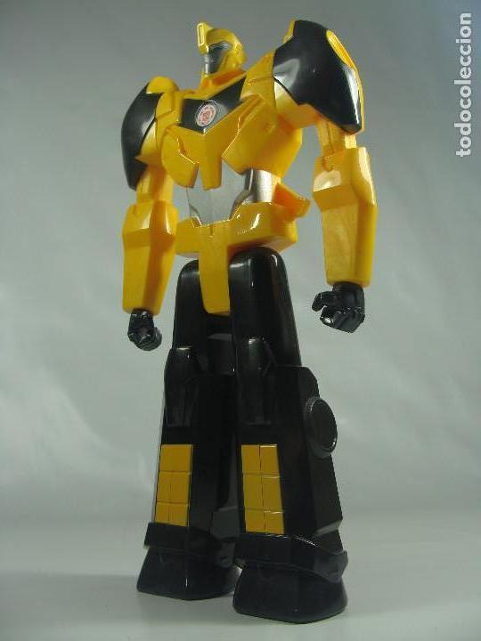 Bumblebee - Titan Heroes - Transformers Robots in Disguise - Hasbro/Tomy  2014