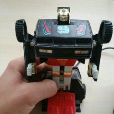 Figuras y Muñecos Transformers: TRANSFORMER CON MANDO, 1985 HANG TJUK. Lote 133168246