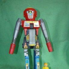 Figuras y Muñecos Transformers: CURIOSO ROBOT TRANSFORMER 1984 ROGUN GOBOTS SE TRANSFORMA EN RIFLE ESPACIAL GRAN TAMAÑO. Lote 149694442