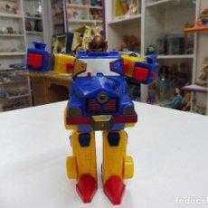 Figuras y Muñecos Transformers: ANTIGUO TRANSFORMER PLÁSTICO TRANSFORMABLE EN CAMIONETA CAMIÓN OPTIMUS PRIME. Lote 171333520