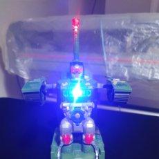 Figuras y Muñecos Transformers: TANQUE DE JUGUETE,TRANSFORMER ROBOT PARA NIÑOS,SE MUEVE,CON LUZ Y MUSICA DE TANQUE,FUNCIONA A PILAS.. Lote 215194926