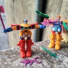 Figuras y Muñecos Transformers: PAREJA DE GUERREROS - ANTIGUOS ROBOTS TRANSFORMERS - CON ACCESORIOS. Lote 221258463