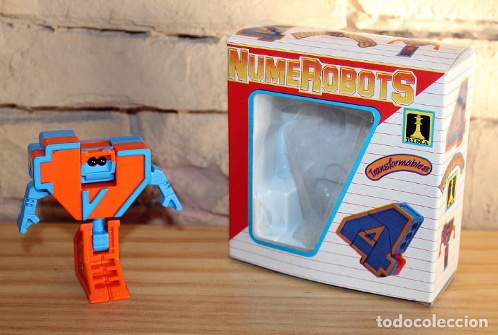 NUMEROBOTS - ROBOT TRANSFORMABLE - NUMERO 4 - RIMA - EN SU CAJA ORIGINAL - AÑOS 80 (Juguetes - Figuras de Acción - Transformers)