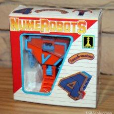 Figuras y Muñecos Transformers: NUMEROBOTS - ROBOT TRANSFORMABLE - NUMERO 4 - RIMA - EN SU CAJA ORIGINAL - AÑOS 80. Lote 222798828
