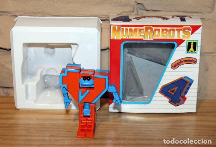 Figuras y Muñecos Transformers: NUMEROBOTS - ROBOT TRANSFORMABLE - NUMERO 4 - RIMA - EN SU CAJA ORIGINAL - AÑOS 80 - Foto 2 - 222798828