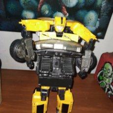 Figuras y Muñecos Transformers: ROBOT TRANSFORMERS 30 CM. (COMO COCHE PARECE QUE NO ESTA COMPLETO). Lote 236264800