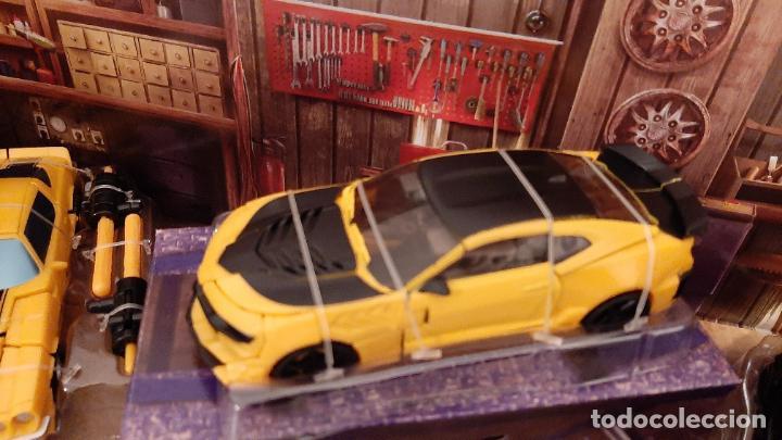 Figuras y Muñecos Transformers: TRANSFORMERS BUMBLEBEE TRIBUTE HIVE COCHE CHEVROLET CAMARO TRIO 1967 1977 2016 HASBRO - Foto 5 - 237561340