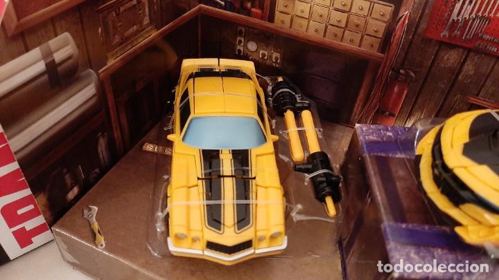 Figuras y Muñecos Transformers: TRANSFORMERS BUMBLEBEE TRIBUTE HIVE COCHE CHEVROLET CAMARO TRIO 1967 1977 2016 HASBRO - Foto 11 - 237561340