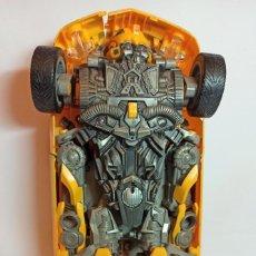 Figuras y Muñecos Transformers: COCHE-TRANSFORMAR BUMBLEBEE AMARILLO.CAMARO SOUNDS DE 35 CM HASBRO DE 2006. Lote 237938650