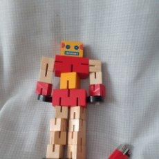 Figuras y Muñecos Transformers: JUGUETE MADERA,ROBOT TRANSFORMERS ENVIO INCLUIDO. Lote 238400060