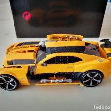 Figuras y Muñecos Transformers: COCHE TRANSFORMERS CON LUCES Y SONIDO 21 CM TAKARA HASBRO BUMBLEGEE CHEVROLET CAMARO AUTOBOT RARO. Lote 241724110