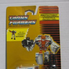 Figuras y Muñecos Transformers: TRANSFORMERS AUTOBOT FIRST AID HASBRO NUEVO EN BLISTER !!!. Lote 244481190