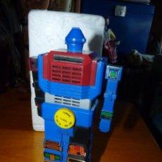 Figuras y Muñecos Transformers: DIFÍCIL ROBOT RADIO FIGURA TIPO TRANSFORMERS TRANSISTOR VINTAGE HONG KONG FUNCIONANDO. Lote 248630290