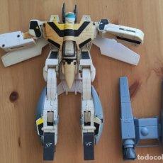 Figuras y Muñecos Transformers: FIGURA JUGUETE VINTAGE RARO , TRANSFORMER BANDAI 1984 , 24 CMS EN FORMA ROBOT. Lote 263788190