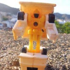 Figuras y Muñecos Transformers: TRANSFORMERS MINI MICRO AMBULANCIA SIN MARCA BOOTLEG PLÁSTICO KIOSKO. Lote 264695879
