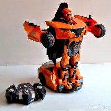 Figuras y Muñecos Transformers: COCHE TRANSFORMERS RADIOCONTROL CON MANDO - 33.CM LARGO. Lote 267370744