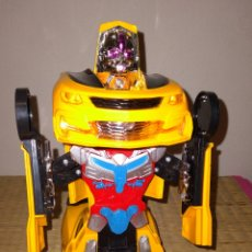 Figuras y Muñecos Transformers: GRAN COCHE QUE SE TRANSFORMA EN ROBOT, CON SONIDO Y MOVIMIENTO. Lote 293959843