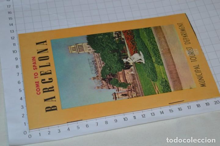 Folletos de turismo: FOLLETOS DE TURISMO ANTIGUOS y otros / Cataluña BARCELONA - Años 50 / 60 ¡Mira fotos y detalles! - Foto 3 - 205847728