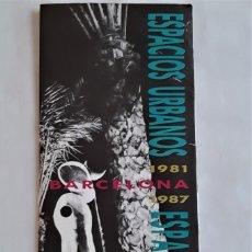 Folletos de turismo: ESPACIOS URBANOS BARCELONA 1981 1987 - PLANO CON ITINERARIOS. Lote 232896025