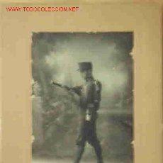 Fotografía antigua: FOTO DE UN SOLDADO DE ARTILLERÍA. Lote 21544717