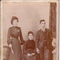 Fotografía antigua: RETRATO DE GRUPO. CABINET CARD, OLOT. FOTÓGRAFO: E.MORER.. Lote 11671857