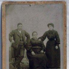 Fotografía antigua: FOTOGRAFÍA FAMILIA FOTÓGRAFO J MONFORTE PP S XX. Lote 82435151