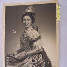 Fotografía antigua: ANTIGUA FOTO: FALLERA VALENCIANA -( 12.5 X 8.5 CM.)FOTO: VIL?- VALENCIA-POSIBLEMENTE DE LOS AÑOS 40. Lote 26556189
