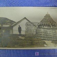 Fotografía antigua: FANTASTICA FOTO-POSTAL MILITAR EN AFRICA,RARA POR SU ARQUITECTURA ARTE AFRICANO EN CONST. MILITAR. Lote 27304456