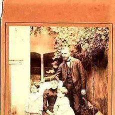 Fotografía antigua: FOTOGRAFIA ALBUMINA CON SOPORTE DE CARTON FOTOGRAFO ¿¿¿ FOTO DE FAMILIA. Lote 10562592