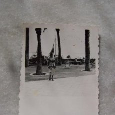 Fotografía antigua: ANTIGUA FOTOGRAFÍA( 8.5 X 6.5 CM).-ALICANTE- 1953. Lote 18986667