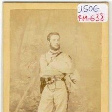 Fotografía antigua: (FM-638)FOTOGRAFIA ALBUMINIA MILITAR-OFICIAL ESPAÑOL EN CUBA SIGLO XIX ESPADIN Y FUSE(10,5 X 6 CM.). Lote 11567608