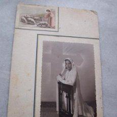 Fotografía antigua: FOTOGRAFÍA MONTADA EN CARTÓN, PRIMERA COMUNIÓN-FOTO ESTUDIO -(22.5X14.5 CM.). Lote 21270029