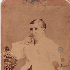 Fotografía antigua: SEÑORA APOYADA - 16.7 X 10.8 - . Lote 12146475
