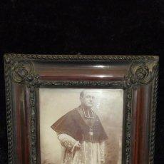 Fotografía antigua: FOTOGRAFIA DE RELIGIOSO DE ALTO RANGO. FRANCÉS. 1914. CON ESCRITO POR DETRAS Y EMMARCADO.. Lote 26994313