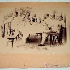 Fotografía antigua: ANTIGUA Y ORIGINAL FOTOGRAFIA ALBUMINA DE MILITARES ESPAÑOLES DE MARINA EN SANTA ISABEL - GUINEA EC. Lote 26578093
