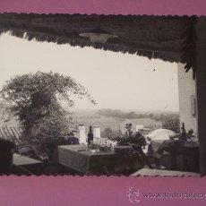 Fotografía antigua: FOTO ANTIGUA DE CABRILS (TERRAZA DE UN RESTAURANTE). Lote 26080669