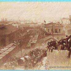 Fotografía antigua: FOTOGRAFÍA DE TARRAGONA. LLEGADA DE ALGÚN PERSONAJE IMPORTANTE A LA ESTACIÓN DE FERROCARRIL.. Lote 26527075