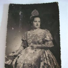 Fotografía antigua: FOTO DE FALLERA , ESTUDIO LLOGIS, VALENCIA, 1954 (9X14,5CM APROX). Lote 28333977