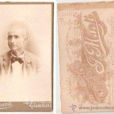 Fotografía antigua: HOMBRE. FOTO J. MARTI DE BARCELONA. 10,5 X 16,5 CMS. SOBRE CARTON,. . VELL I BELL. Lote 28899197