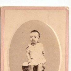 Fotografía antigua: NIÑO PRICIPIO DE SIGLO. SOBRE CARTON. 10,4 X 6,50 CMS. SIN MARCA DE AUTOR. VELL I BELL. Lote 29188961