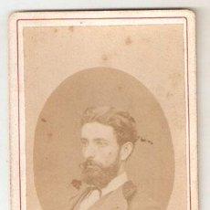 Fotografía antigua: HOMBRE PRICIPIO DE SIGLO. SOBRE CARTON. 10,5 X 6,3 CMS. SIN MARCA DE AUTOR. VELL I BELL. Lote 29189115