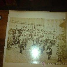 Fotografía antigua: SEMANA SANTA SEVILLA. LEVI. ALBUMINA. LES HOMMES DE´ARMES. EN EL REVERSO VISTA DE CORDOBA.. Lote 29619405